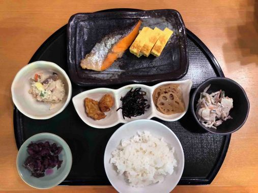 Traditional Japanese breakfast consist of rice, fish and an assortment of vegetables (Photo Credit: Yvonne Z.)