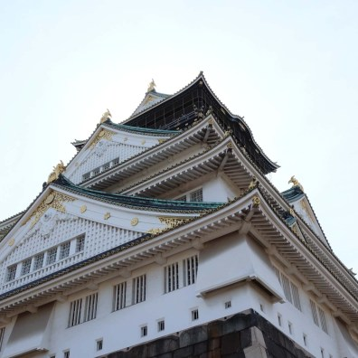 Side view of Osaka Castle.