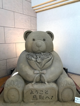 Sand Museum shop: Pretty adorable bear totally made of sand.